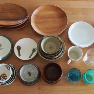 自宅とパン教室用の食器はこれくらいで。シンク下に収まるようにしています。