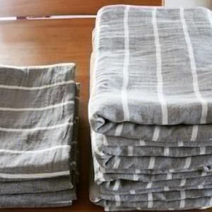 タオルの枚数も最小限で。コンパクトなガーゼタオルなら長持ちする上にかさばりません。