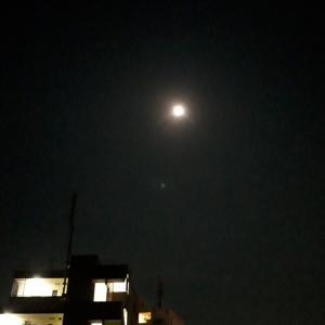 お月さまがまぶしい~
