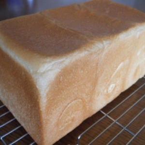 きょうも暑い。角食パン。