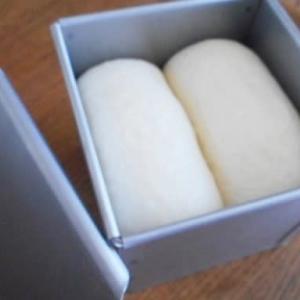 キューブ型食パン。栗の皮むき。