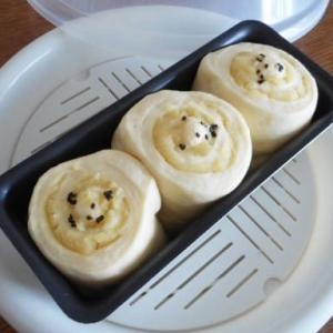 お芋のロールパン