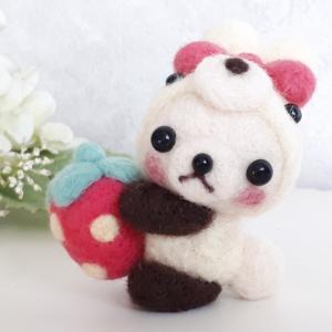 ☆羊毛フェルト☆ウサギパンダちゃんとイチゴのストラップ♪