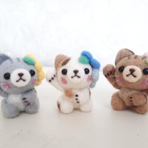 ☆羊毛フェルト☆お花を付けた招き猫ちゃん♪
