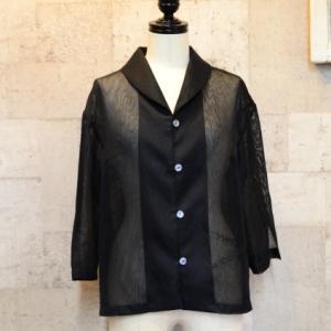 黒の羽織物