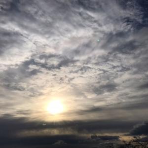 朝の空、明日は満月