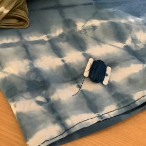 藍染シャツ に 刺し子糸 でチクチクと