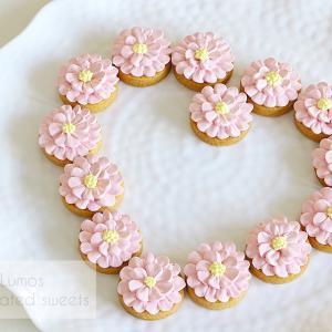 ラズベリー味のメレンゲフラワークッキー♪