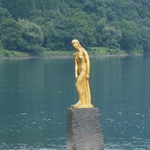 田沢湖の青