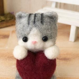 羊毛フェルトマスコット「ハート猫」のご紹介