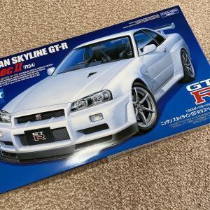 タミヤ「R33 スカイライン GT-R」製作開始