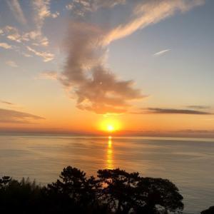 《空と雲》真っすぐに美しく輝きながら届く光の帯が…。~熱海の朝日が凄かった!~