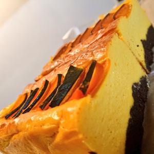 チーズのおやつ二種|かぼちゃとはちみつのベイクドチーズケーキ、自家製スモークチキンのケークサレ