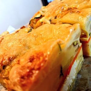 チーズのおやつ二種|自家製スモークチキンのケークサレ、完熟バナナのベイクドチーズケー