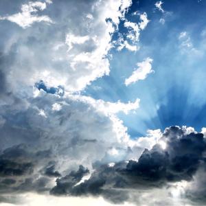 台風と雲。