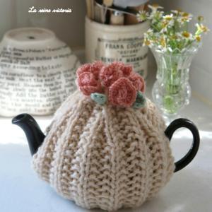 お花の手編みティーコージー♡