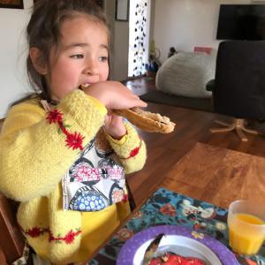 食欲旺盛の子供