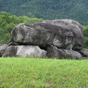 圧倒される石舞台古墳