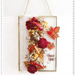 <木曜日・アトリエレッスン>、生徒さんの秋のガラスフレーム飾り。。<ドライ>