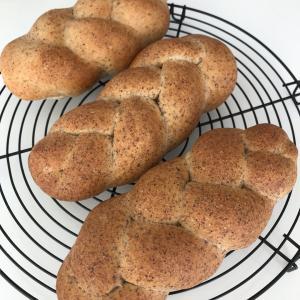 編込み胚芽パン