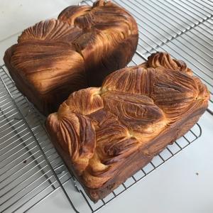 デニッシュ食パンと台湾カステラ