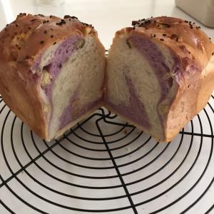 紫のサツマイモパン