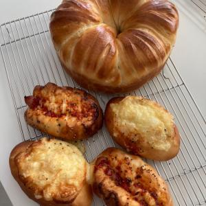 ウールロールと黒糖食パンとアンパン・バターロール