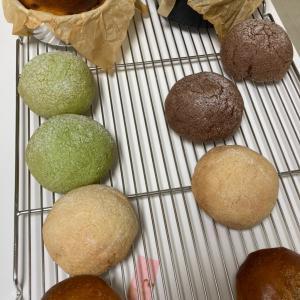 カボチャのバスクと角パンとメロンパン