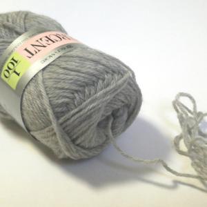 ダイヤ模様のベスト(8):前身頃編み中。糸端が一発で出てくると縁起がいいよね