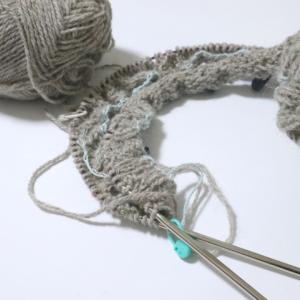 ツィードのアランセーター編み始めました!