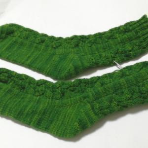 洋書で編む、つま先から編むくつ下(3):もうすぐ完成!ゴム編み止めは○○に限る!