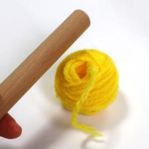 棒を使って簡単に小さな糸玉を巻く方法を覚えた!
