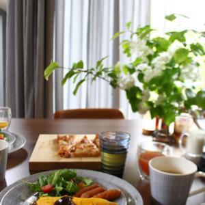 (今度こそ)爽やかなロイヤルブルーで朝食を