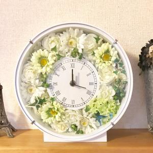 成人のお祝いに花時計を