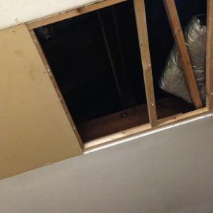 天井の穴!!