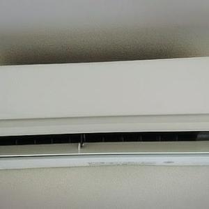 事務所エアコンの効きが微妙なので新しく購入してみたーーーー