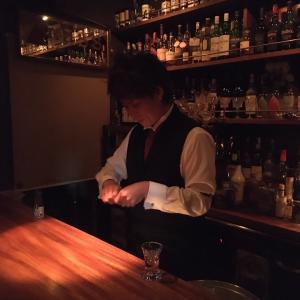 Bar零式のマスターの手