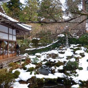 雪に包まれた三千院・宝泉院 来隣で大原野菜たっぷりのおにぎりランチ