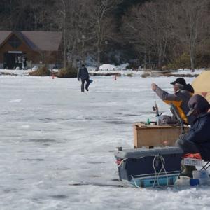 氷上のワカサギ釣り…