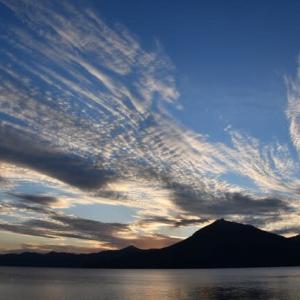 黄昏の支笏湖…空と雲