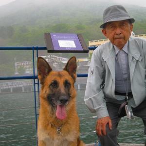 日光への旅withパパたん_中禅寺湖と牛石