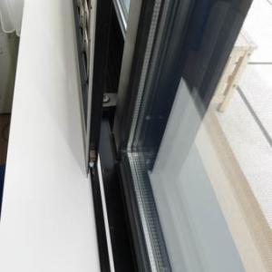 猫窓の取付工事をさせていただきました。