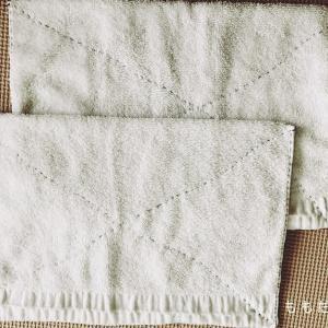 学校に提出する「ぞうきん」を手縫いする