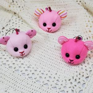 ピンクのくまちゃんストラップとぬいぐるみの小物【いろいろと名入れで販売中】