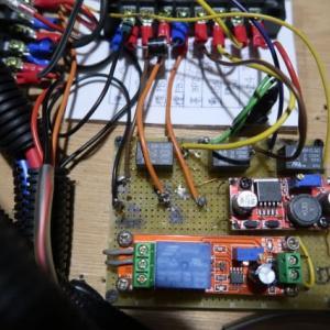 2020年のたびのまえに電装BOX内部の電気配線のチェックと接続部の増し締めをしたら、車載の充電器が充電電流ゼロだ (2020/1/21)