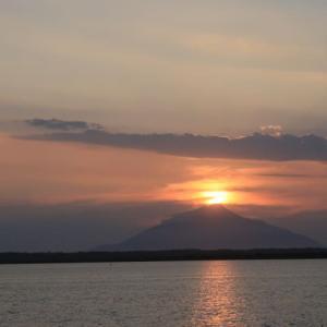 利尻山頂に夕日が落ちる、この素晴らしい光景に偶然に居合わせたこの場所が素晴らしい場所 (2020/8/2)