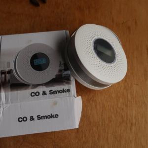 少し大きな炭消し壺(缶)を使って、一酸化炭素警報機の動作試験をした (2020/9/30)