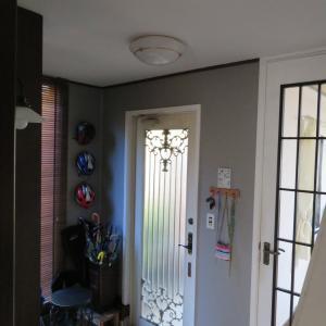 書き忘れていた 玄関の壁の ペイントDIY。