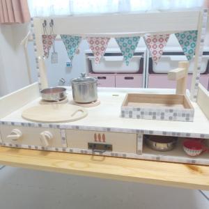 【手作りおもちゃ】3歳誕生日プレゼントに卓上キッチンをDIY