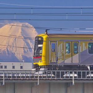 山の日は富士山と東上線
